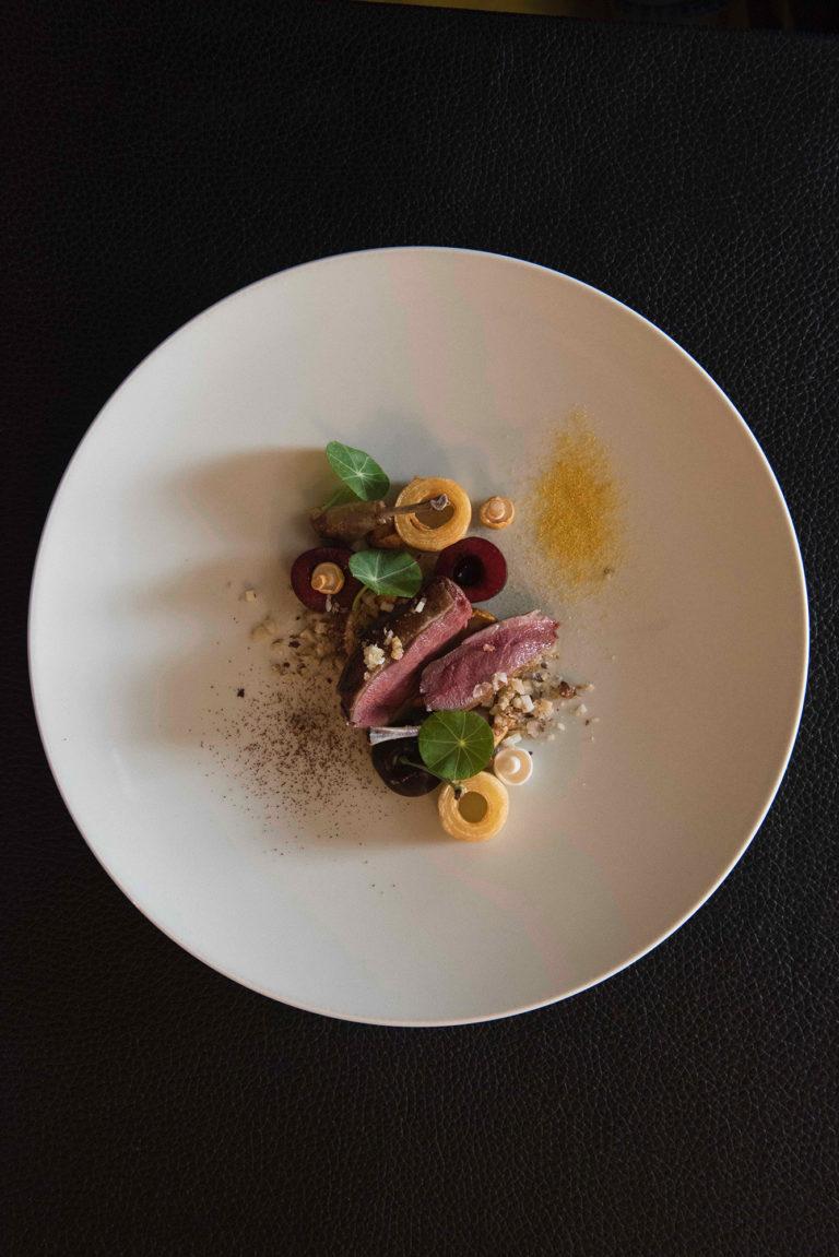 Restaurant Belgique Ph  Fauchet Plat Pigeonneau Cerise